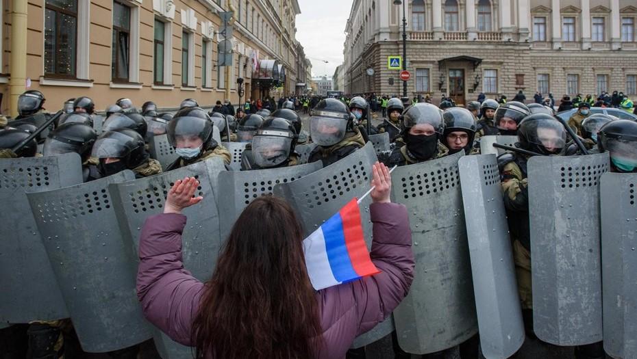 Задержание 11-летней девочки на митинге в Петербурге может стать уголовным делом
