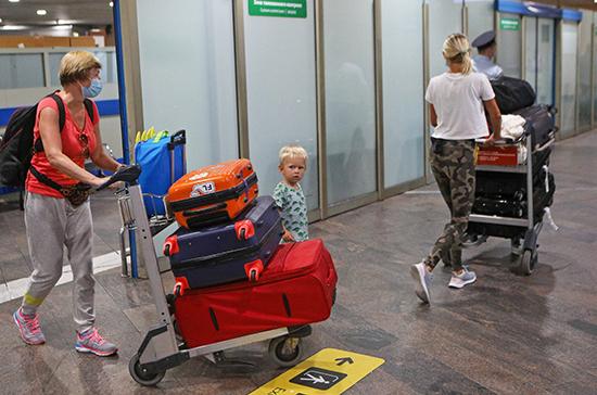 Законным представителям дадут право запрещать несовершеннолетним выезжать из России
