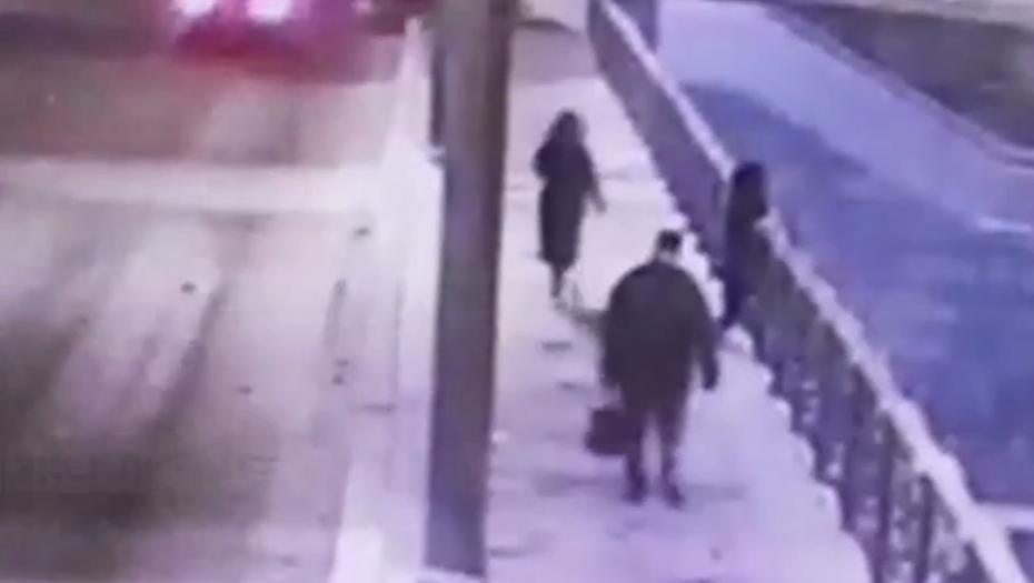 Женщина попала в больницу после прыжка на лёд с Литейного моста