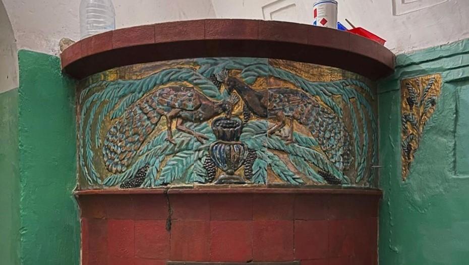Активисты восстановили печь Ваулина в парадной на Клинском проспекте