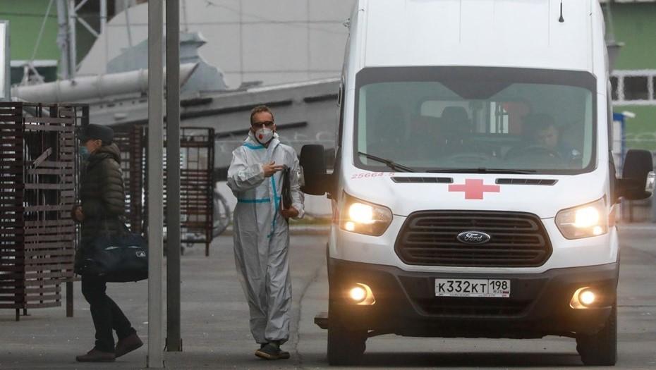 Число обратившихся за медпомощью петербуржцев с COVID снизилось на 26%