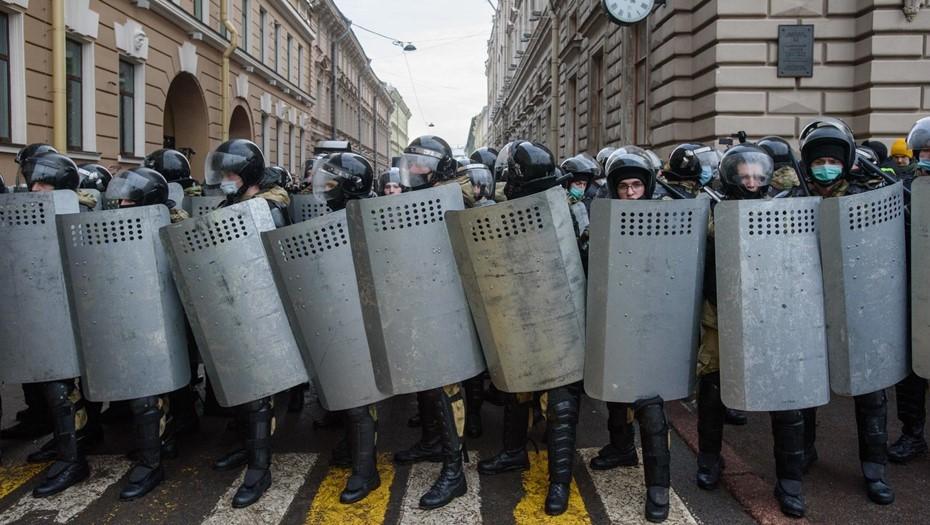 Для руководства, а не граждан: в МВД отказались от ношения жетона на митингах