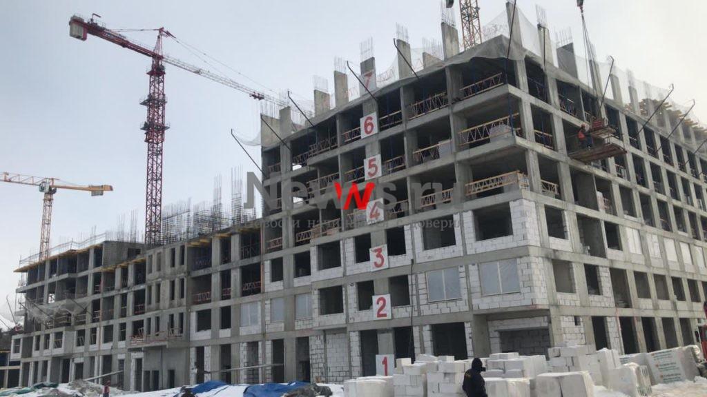 На стройплощадке компенсационного дома в Рязановском приступили к монтажу инженерных коммуникаций
