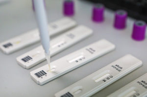 Инфекционист предсказал снижение случаев коронавируса в апреле