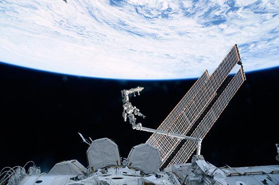 Из отсека МКС с трещинами продолжается утечка воздуха, сообщил космонавт