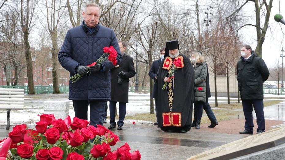 Мединский и Беглов открыли мемориал памяти жертв Кронштадтского восстания