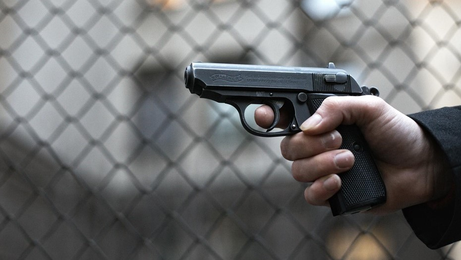 Неоднократно судимый петербуржец ограбил магазин с игрушечным пистолетом