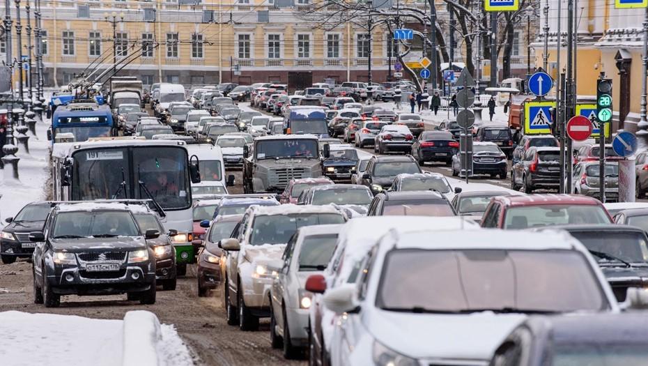 Петербург в предпраздничный вечер встал в 8-балльных пробках