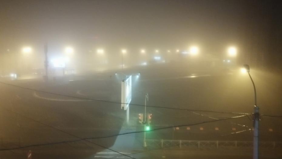 Петербург заволокло густым туманом