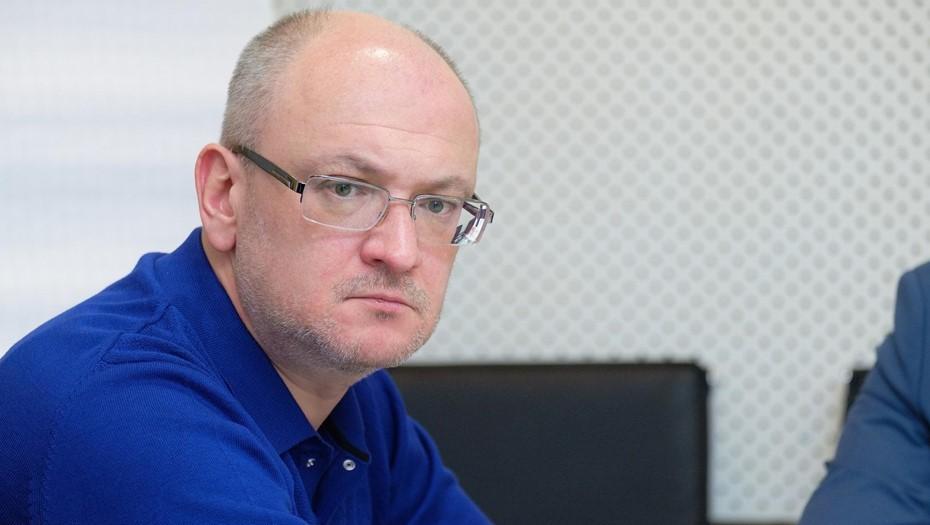 Петербургского депутата Максима Резника отпустили из полиции в Москве