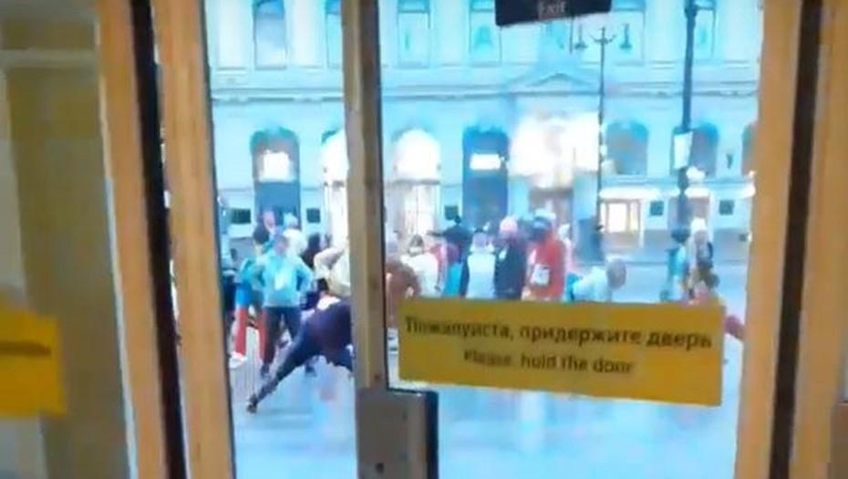 Петербуржцы устроили массовую зарядку в центре города