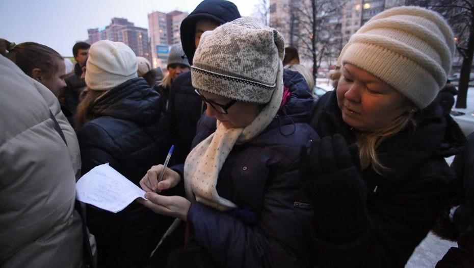 Петербуржцы второй день стоят в гигантских очередях за путёвками для детей