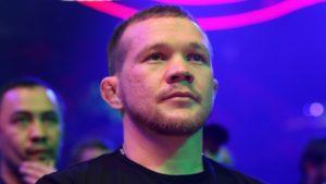 Пётр Ян потерял пояс UFC из-за запрещённого удара коленом