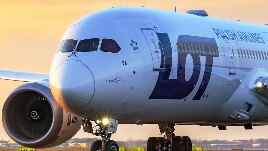 Польская авиакомпания возобновляет сообщение между Петербургом и Варшавой