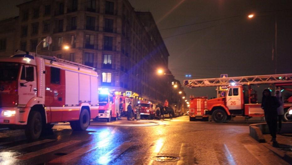 Пожарные потушили возгорание в двухкомнатной квартире в Купчино