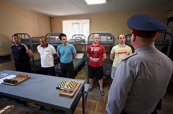 Право посещать колонии и СИЗО без спецразрешения предлагают дать министру юстиции