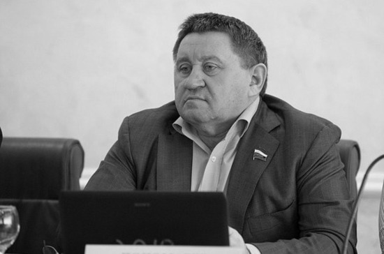 Умер сенатор Михаил Пономарев