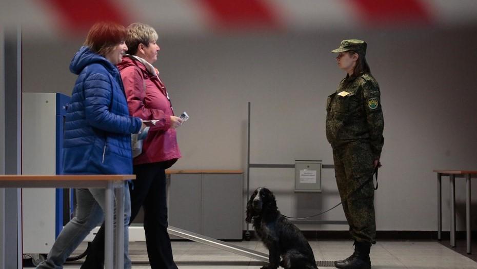 В Петербурге бомбу искали полсотни полицейских на 15 объектах
