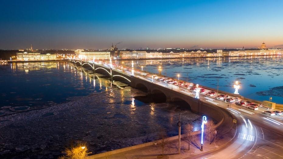 В Петербурге началась гидромоторная очистка мостов