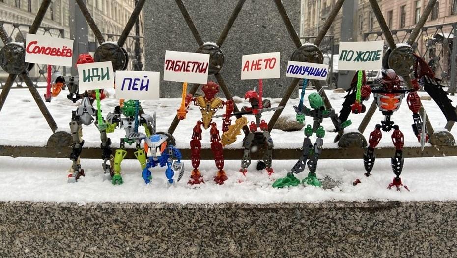 В Петербурге прошёл митинг роботов против Владимира Соловьёва