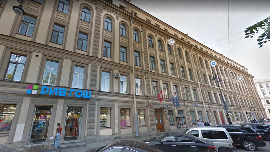 В Петербурге загорелась кровля здания консульств трёх стран
