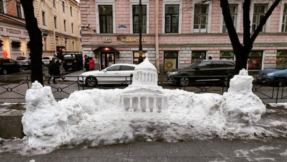 Весеннее солнце растопило вылепленный из снега Казанский собор