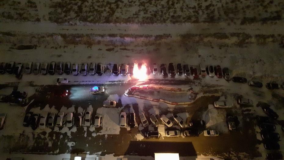 Возгорание автомобилей в Шушарах может стать уголовным делом