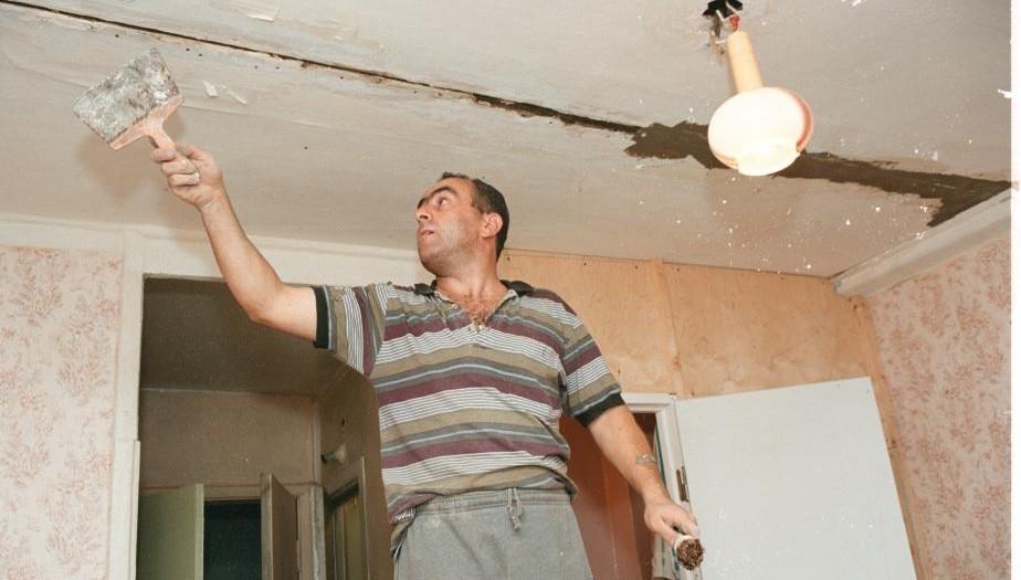 Житель Зеленогорска узнал о смерти соседа по крови на потолке