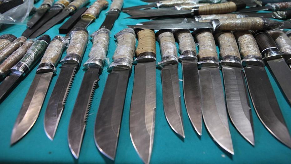 Четверо человек получили ножевые раны в драке из-за девушки на Садовой