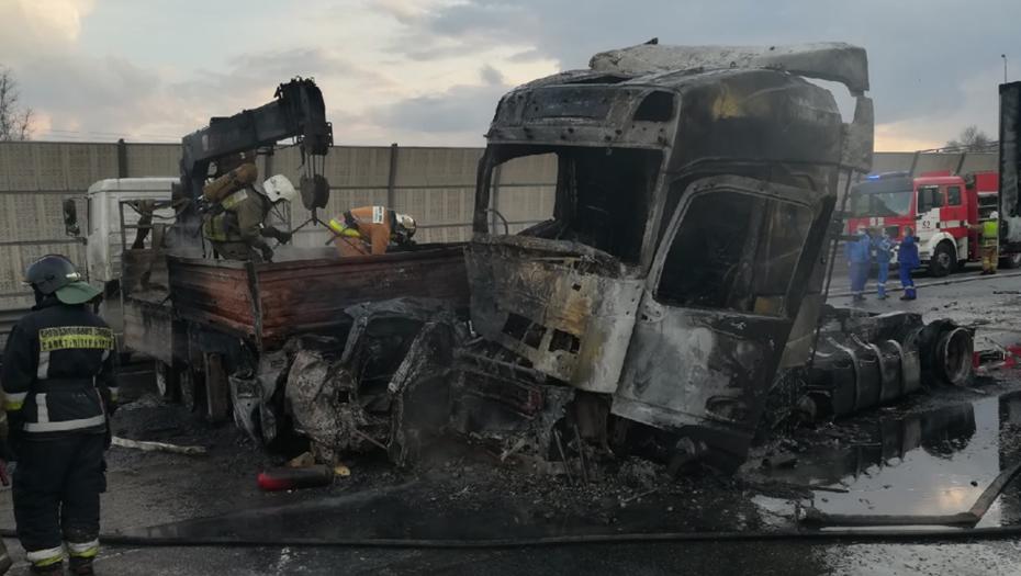 Число жертв огненного ДТП на КАД выросло до трёх