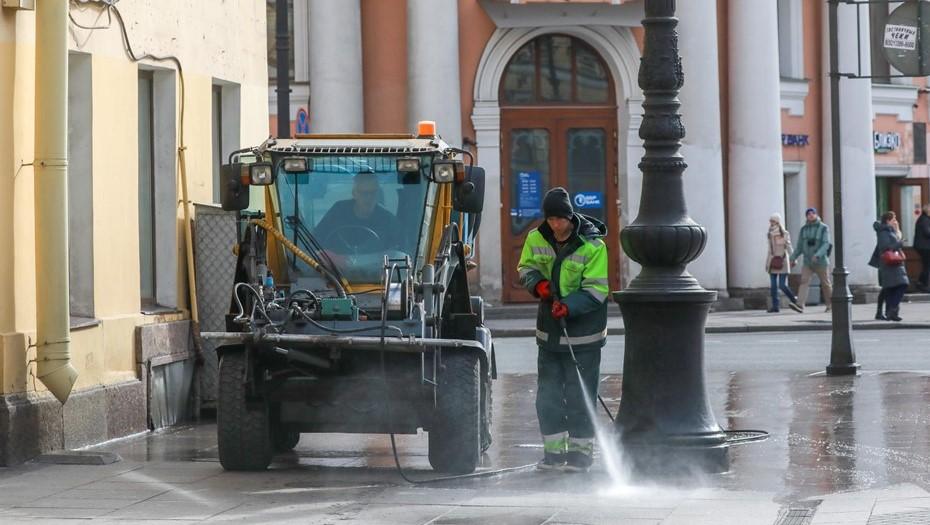Дождливая погода поможет дорожным службам вымыть улицы Петербурга