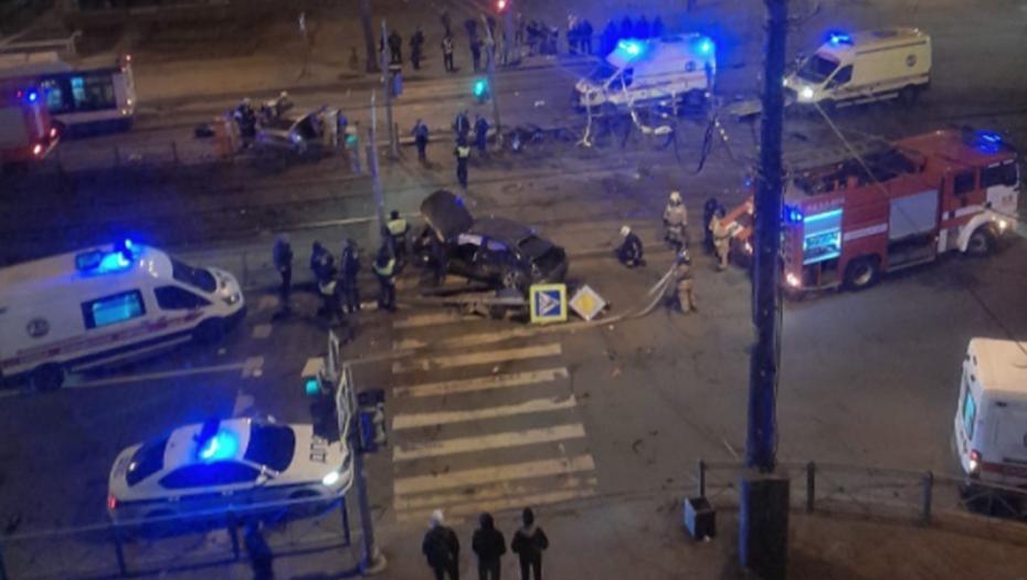 Двое попали в больницу после ночного ДТП в Купчино