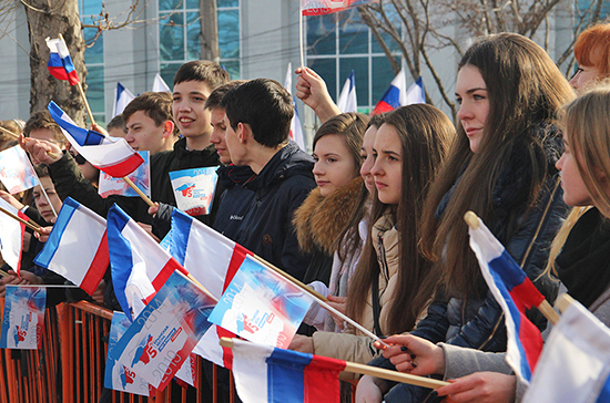 Когда Крым принял Конституцию