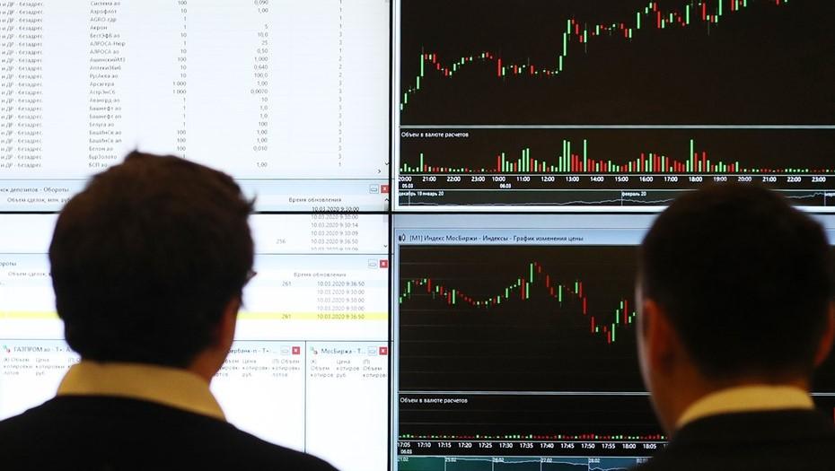 Маятник качнулся — рубль упал: как рынок ответил на санкции