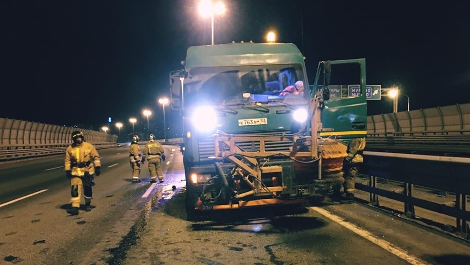 На КАД в Ленобласти произошло смертельное ДТП с грузовиком