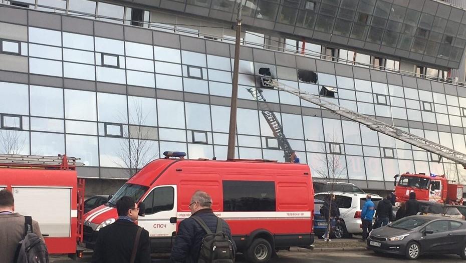 На Матроса Железняка загорелась многоэтажка, эвакуировано 70 человек