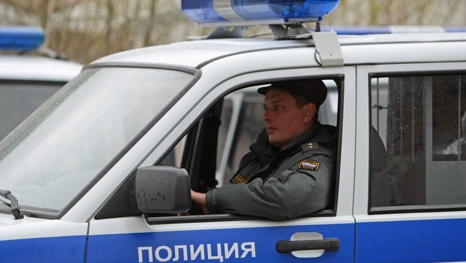На парковке дома в Петербурге нашли связанное скотчем тело бизнесмена