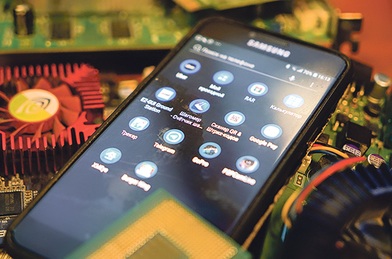 На смартфоны установят российский софт