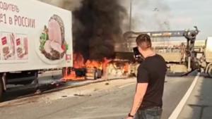 Очевидцы сообщают о погибших в пожаре с фурами на КАД