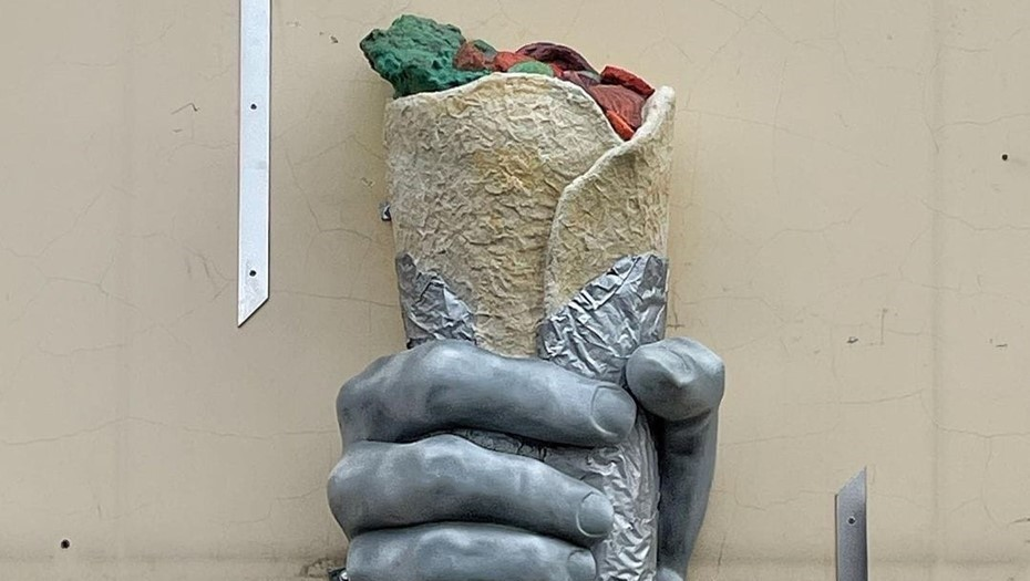 Памятник шаверме в Петербурге прожил чуть дольше воронежской Алёнки