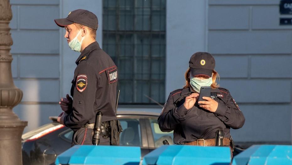 """Полиция ввела план """"Перехват"""" после нападения с ножом на площади Победы"""