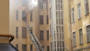 Пожарные справились с возгоранием в коммуналке в центре Петербурга