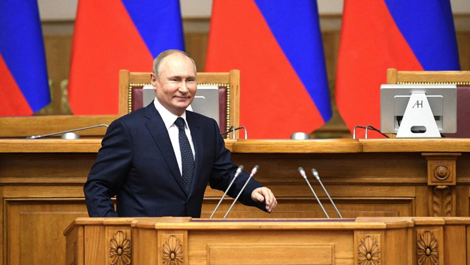 Путин обсудил с Бегловым ПМЭФ, коронавирус и социальное развитие