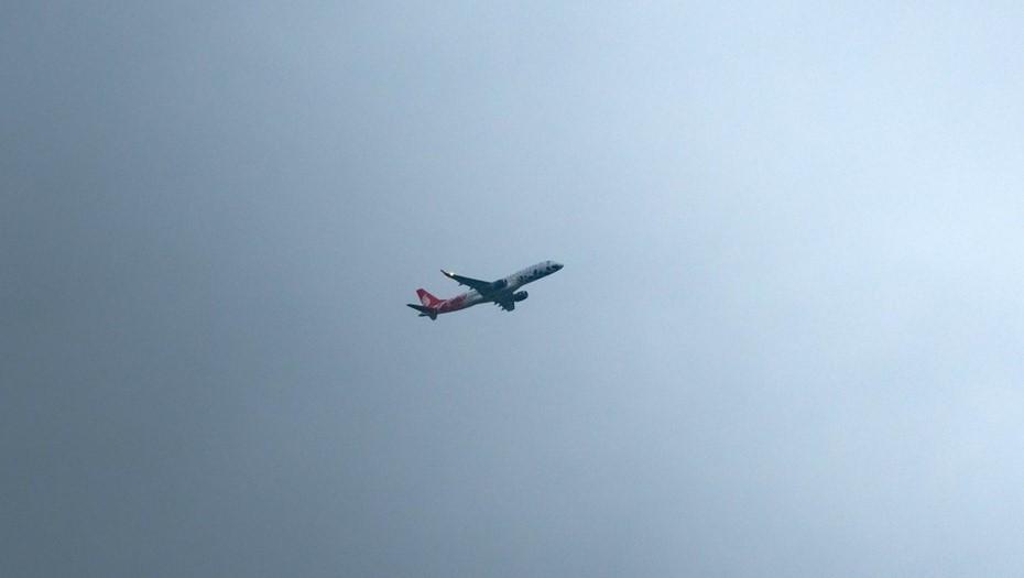 Рейс из Сочи вылетел в Петербург со второй попытки из-за разгерметизации