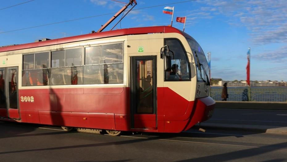 Школьники обстреляли трамвай из пневматики в Кировском районе