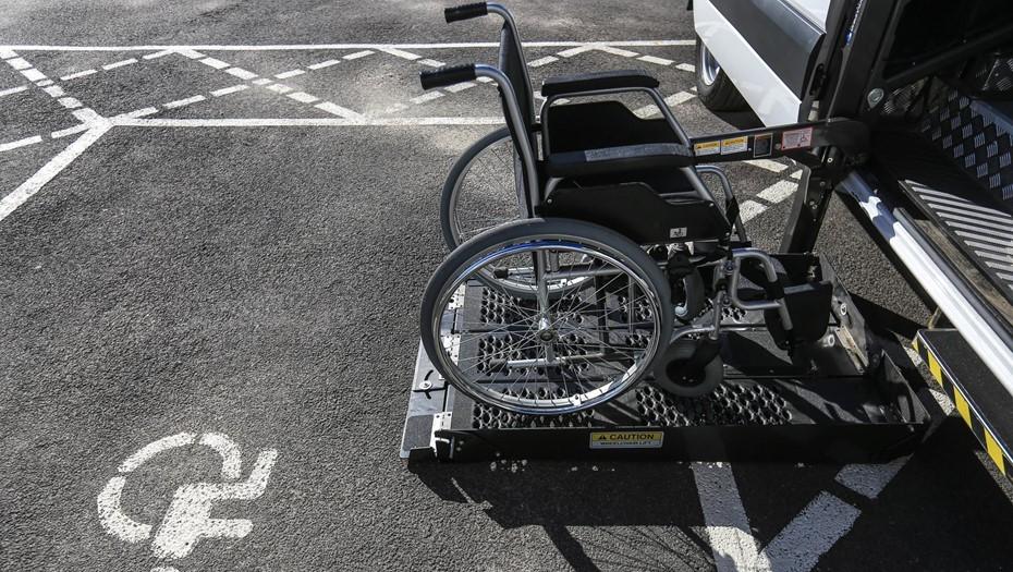 Смольный расширил программу по приспособлению жилья для инвалидов