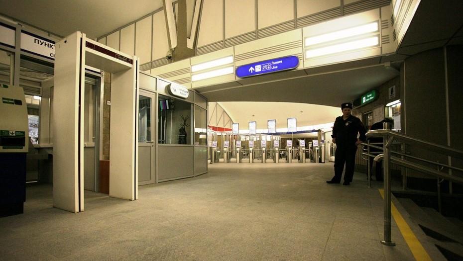"""Станция метро """"Петроградская"""" из-за ремонта будет открываться позже"""
