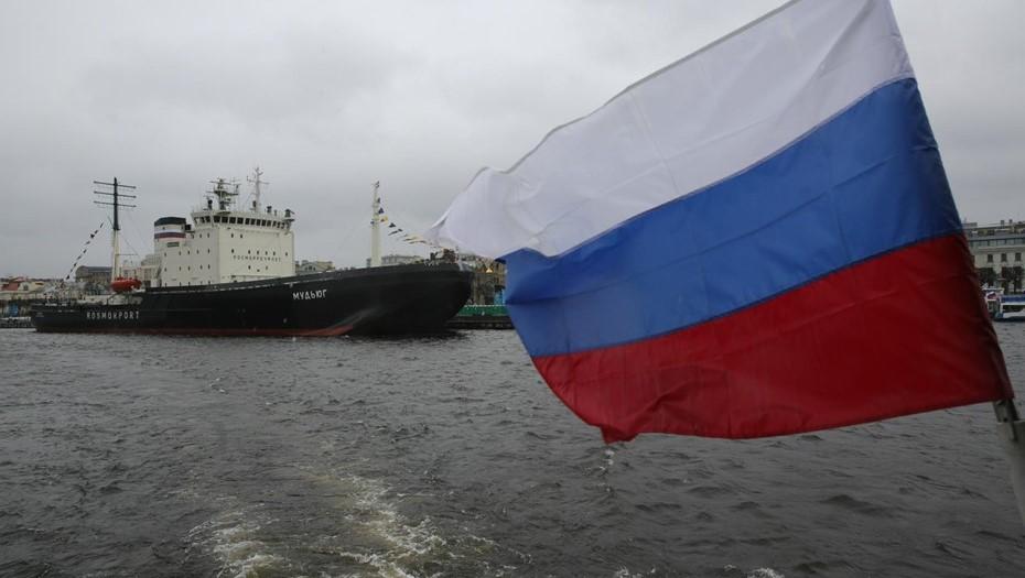 Туристический сезон в Петербурге откроет фестиваль ледоколов