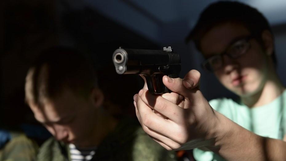 Ученик устроил стрельбу из пистолета в школе Московского района