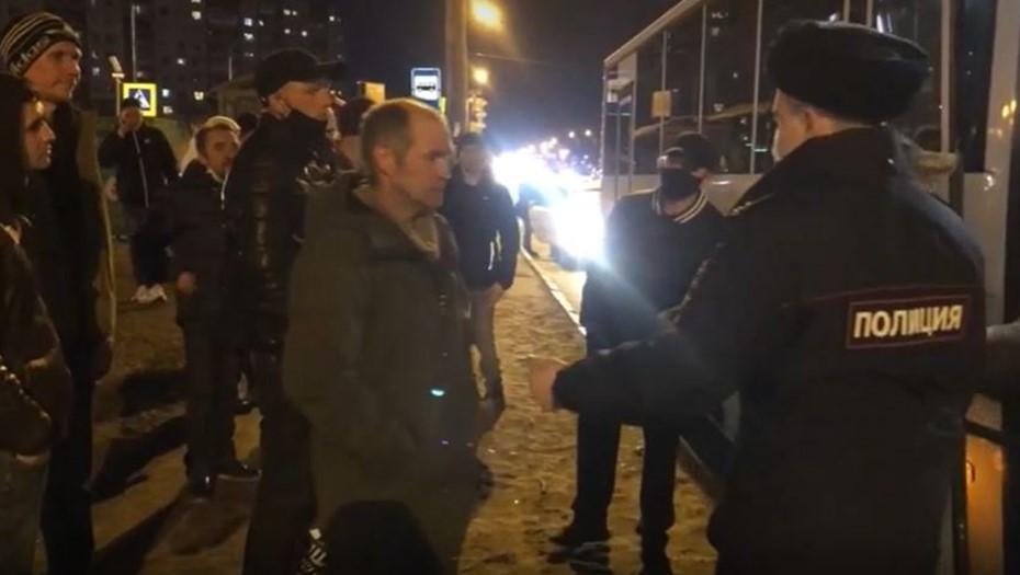 В Купчино в ходе рейда полицейские задержали полсотни мигрантов-нелегалов